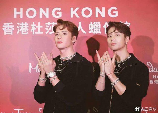 Jackson GOT7 - Jackson Wang - Wang Jiaer - Team Wang - แจ็คสัน หวัง - หวังเจียเอ๋อร์ - แจ็คสัน GOT7 - 王嘉尔 - GOT7 - ก็อตเซเว่น - ไอดอลเกาหลี - ไอดอลชายเกาหลี - ไอดอลเกาหลีสัญชาติฮ่องกง - บอยแบนด์เกาหลี - คนดังเกาหลี - ซุปตาร์เกาหลี - ซุปตาร์จีน - คนดังจีน - ดาราจีน - ดาราชายจีน - นักร้องจีน - นักร้องชาย - นักร้องชายจีน - บันเทิงจีน - บันเทิงเกาหลี - JYP Entertainment - รายการจีน - พิธีกรจีน - สมาชิกวง GOT7 - อากาเซ่ - อากาเซ -잭슨 - 王嘉尔工作室