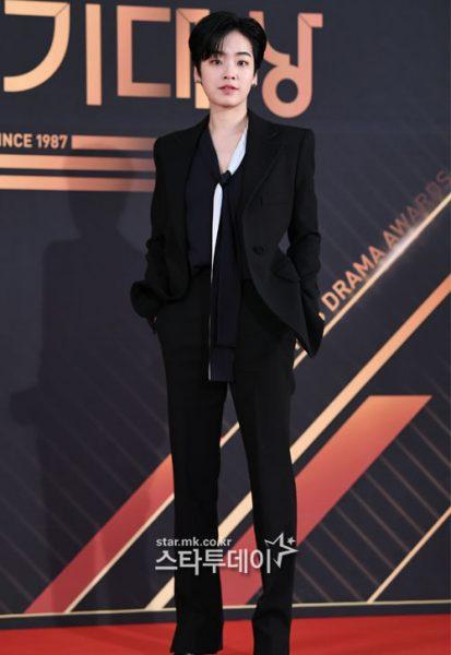 หลิวอวี่ซิน, Liu Yuxin, Youth With You, หลิวเมิ่ง, Liu Meng, Produce Camp 2020, 이주영, สาวเท่มาแรง, สาวเท่มาแรงปี 2020, สาวเท่เกาหลี, สาวเท่จีน, อีจูยอง, Lee Joo Young, ไอดอลจีน, ดาราเกาหลี, นักแสดงเกาหลี