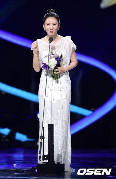 ภาพหายากของคิมฮีแอ, คิมฮีแอ, ภาพตอนเด็กของคิมฮีแอ, นางเอกเกาหลี, คิมฮีเอ, Kim Hee Ae, 김희애, ชีวิตครอบครัวของคิมฮีแอ,A World of Married Couple, The World of the Married, 부부의 세계, นักแสดงเกาหลี, ดาราเกาหลี
