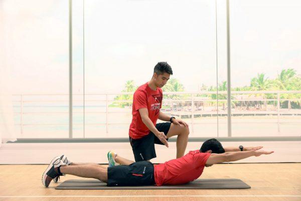 Superman - บริหารกล้ามเนื้อหลังส่วนล่าง - Fitness First - CORE ABS